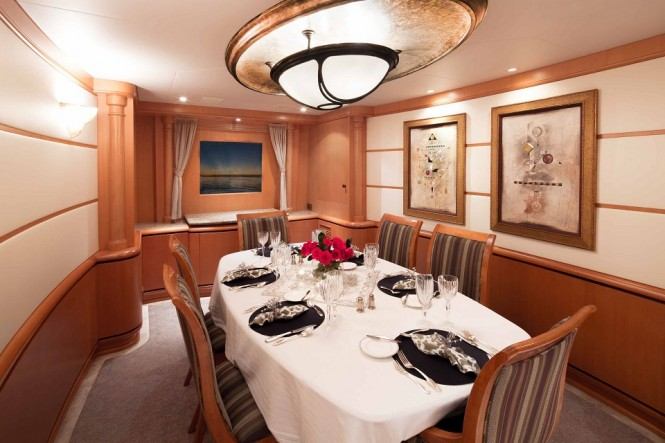 Luxury yacht SAVANNAH - Formal dining room