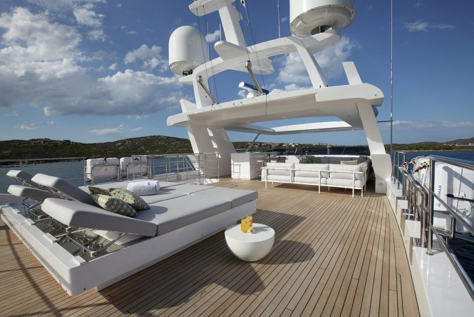 Luxury yacht WILLOW - Sundeck
