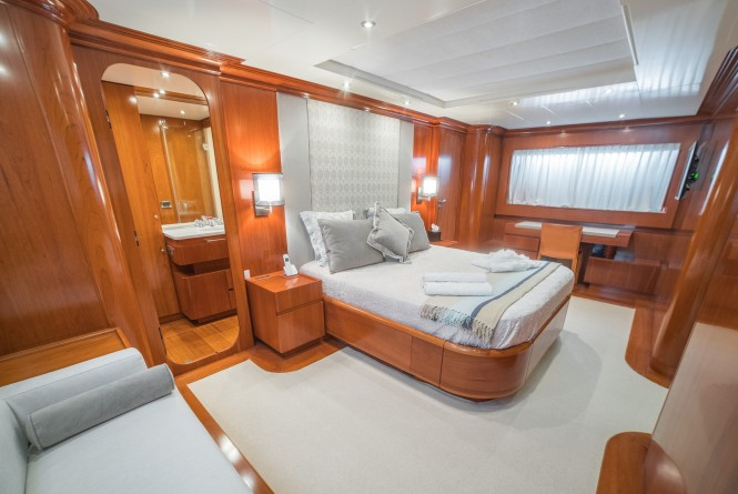 Luxury yacht ZAMBEZI - Master suite