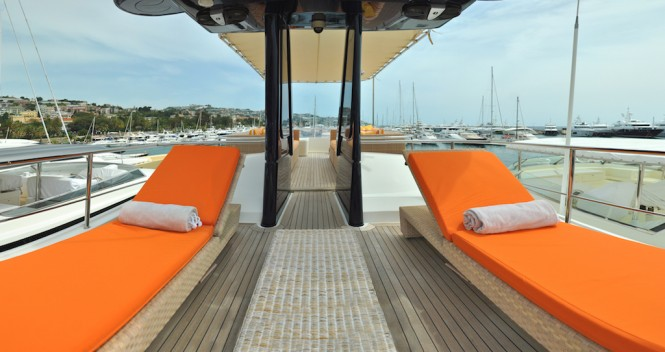 Motor yacht CONQUISTADOR - Sundeck sun loungers and outdoor seating