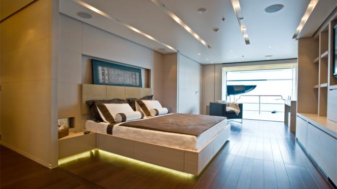 Motor yacht BURKUT - Master suite