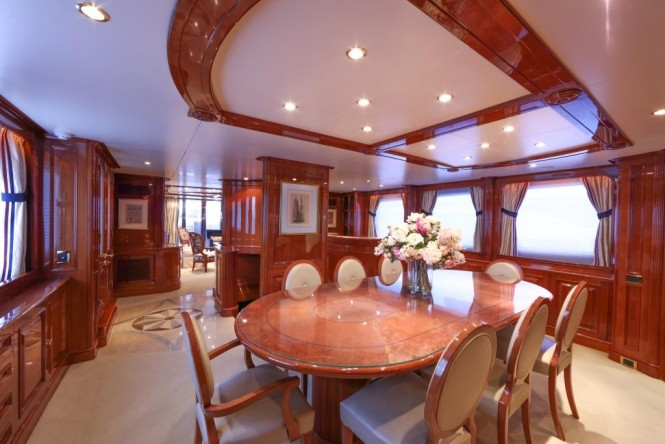 Motor yacht DXB - Formal dining area