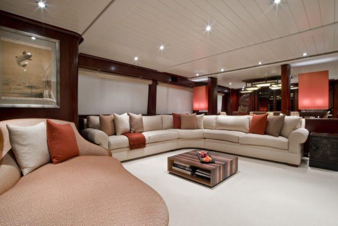 Motor yacht KOI - Main salon