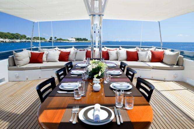 Motor yacht KOI - Sundeck alfresco dining and sunpads