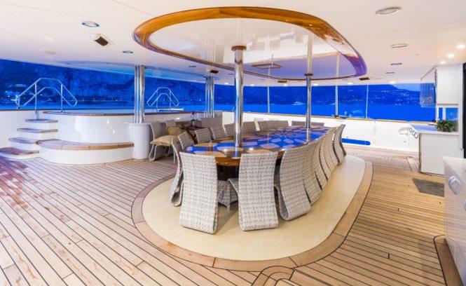 Motor yacht LEGEND - Main deck aft