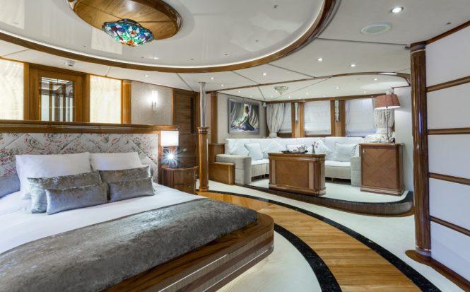 Motor yacht LEGEND - Master suite