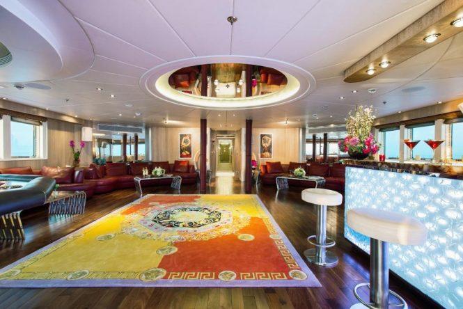 Motor yacht MOONLIGHT II - Bridge deck lounge