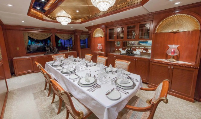 Motor yacht RELENTLESS - Formal dining area