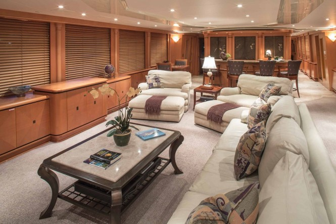 Motor yacht SAVANNAH - Salon and bar