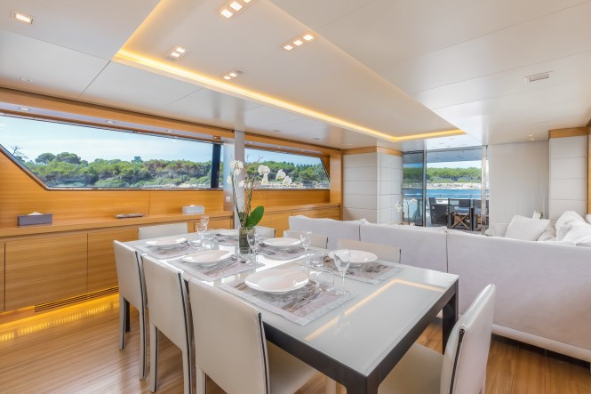 Motor yacht SUD - Formal dining area in the main salon