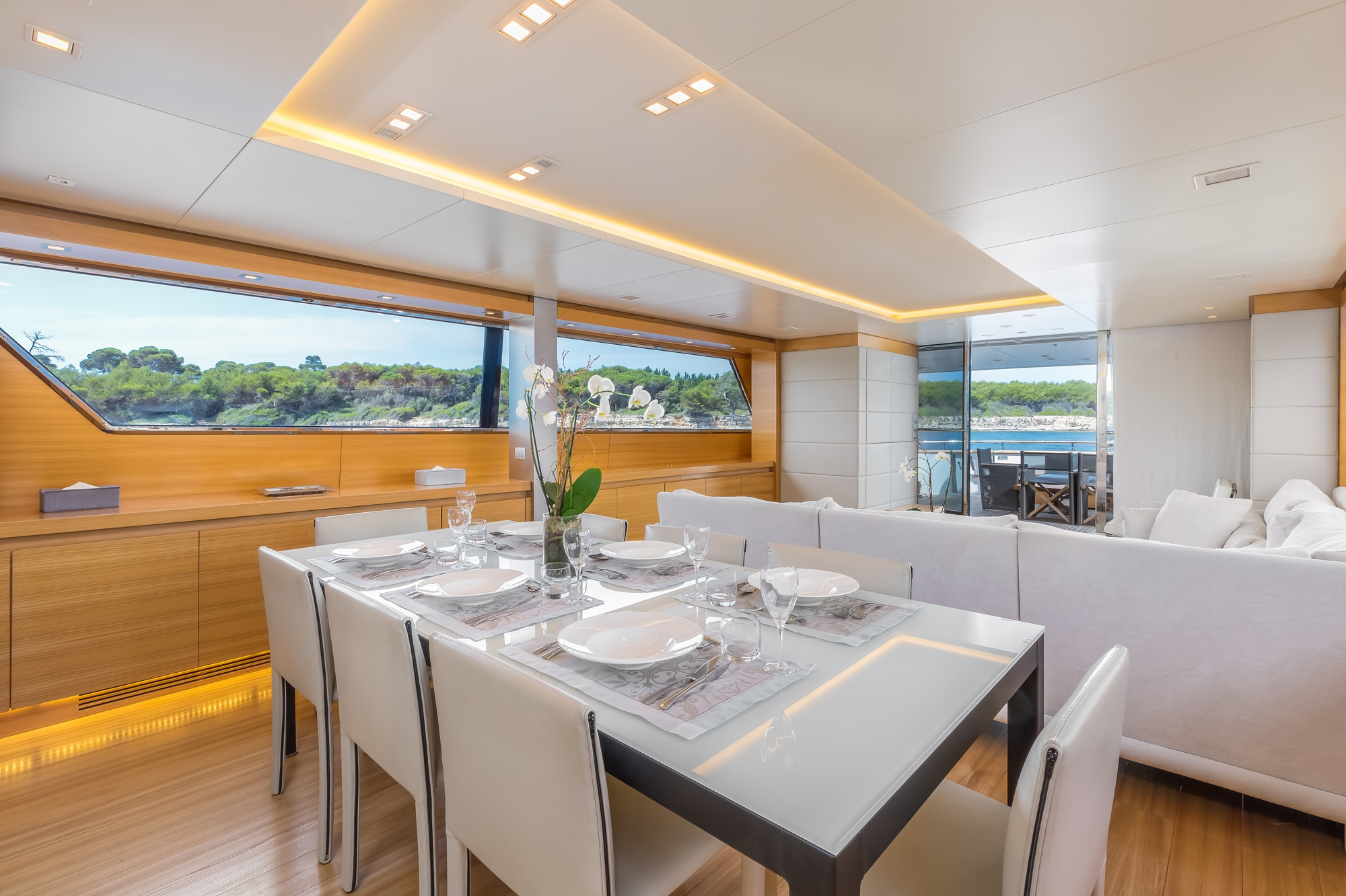 Motor yacht sud formal dining area in the main salon for Formal dining area
