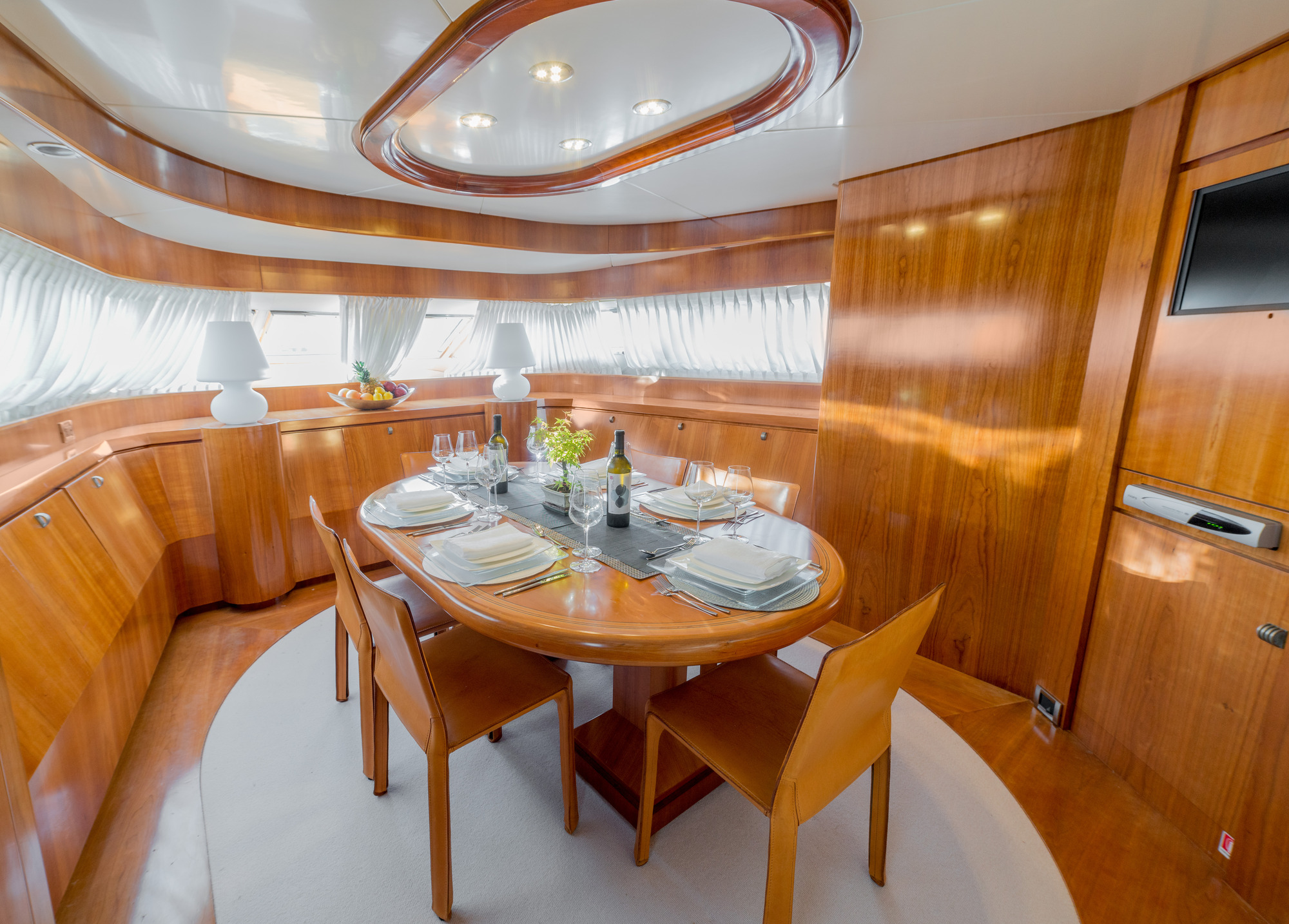 Motor yacht zambezi formal dining area yacht charter for Formal dining area