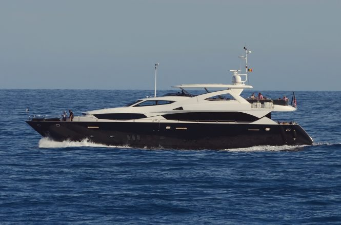 Sunseeker motor yacht BLACK & WHITE. Photo credit: Didier Didairbus
