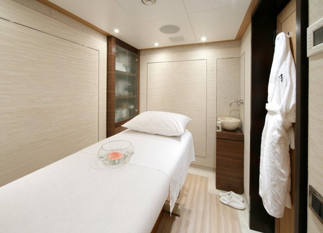 Superyacht ANDREAS L - Spa room