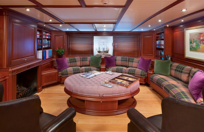 Superyacht ATHOS - Main salon