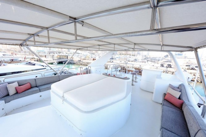 Superyacht DXB - Sundeck Jacuzzi, seating and bar
