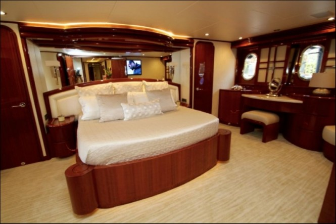 Superyacht EXIT STRATEGY - Master suite