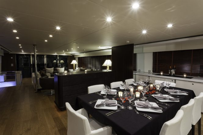 Superyacht LIONSHARE - Formal dining area
