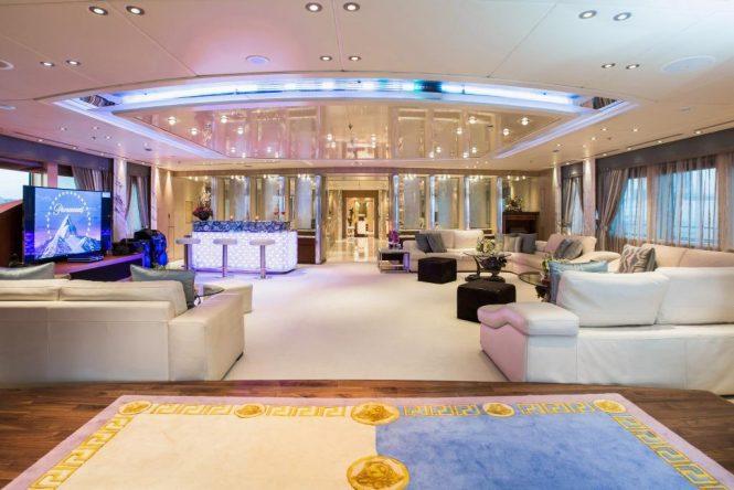 Superyacht MOONLIGHT II - Main salon forward view