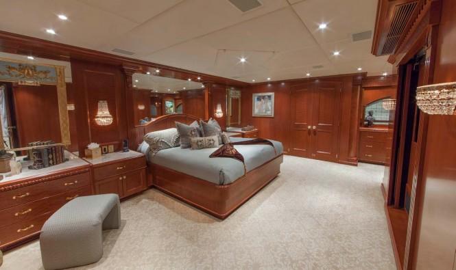 Superyacht RELENTLESS - Master stateroom