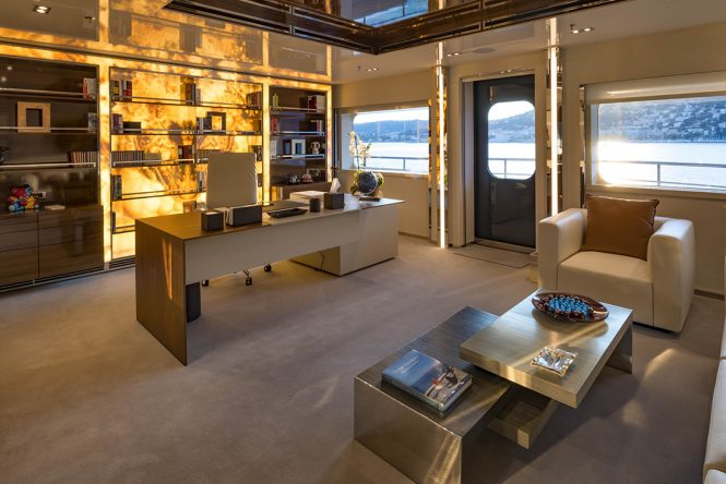 Superyacht SERENITY - Office