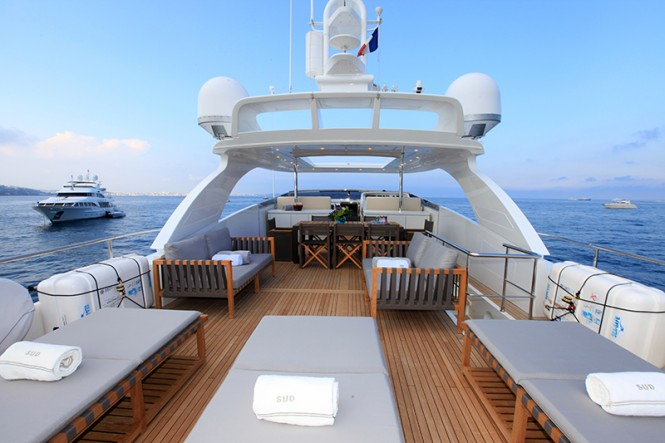 Superyacht SUD - Sundeck loungers and alfresco dining area