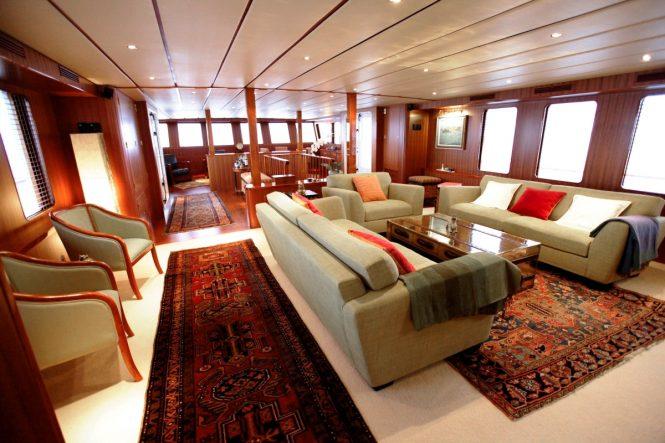Explorer yacht NORTHERN SUN - Main salon forward view