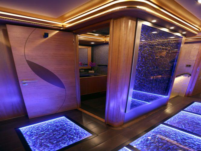 Guest foyer detailing aboard superyacht SERENITY