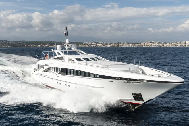 Heesen open yacht DESTINY