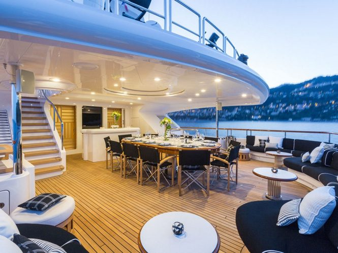 Luxury yacht AIR - Upper deck alfresco dining