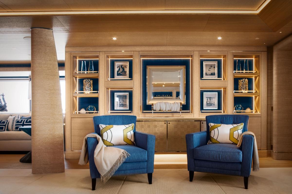 Luxury yacht CLOUD 9 - Main salon detail