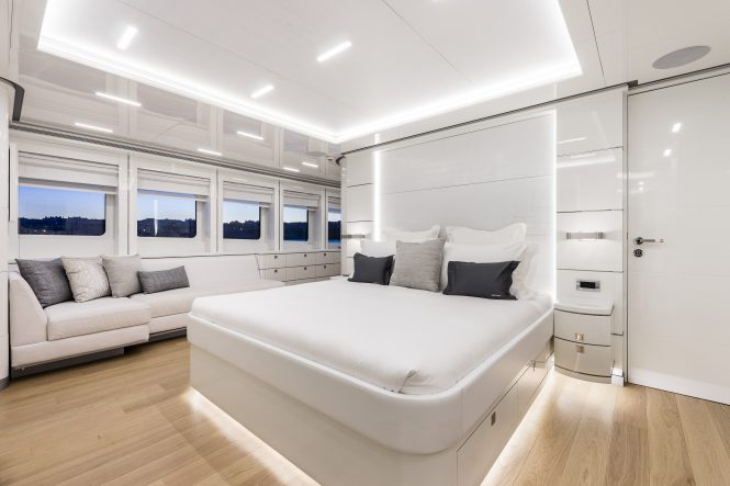 Luxury yacht DESTINY - Master suite