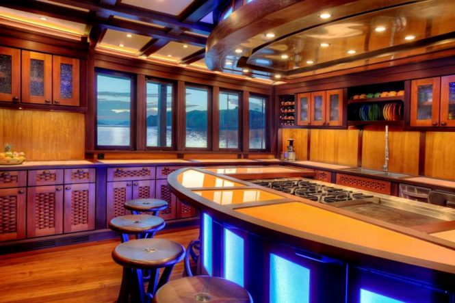 Luxury yacht DUNIA BARU - Dining area and galley