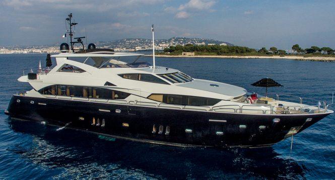 Luxury yacht EMOJI - Built by Sunseeker