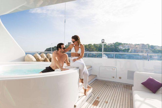 Luxury yacht GO - Sundeck Jacuzzi