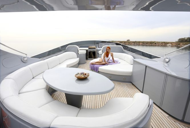 Luxury yacht IF - Sunpads