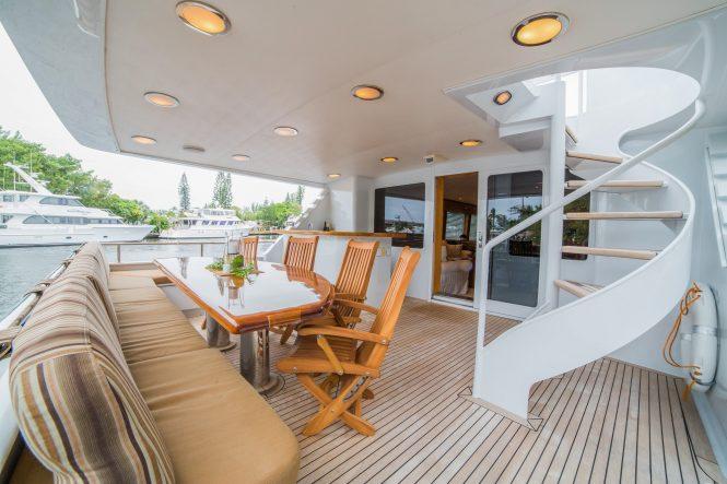 Luxury yacht LADY LEX - Main deck aft alfresco dining area