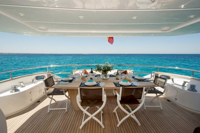 Luxury yacht LEX - Main deck aft alfresco dining