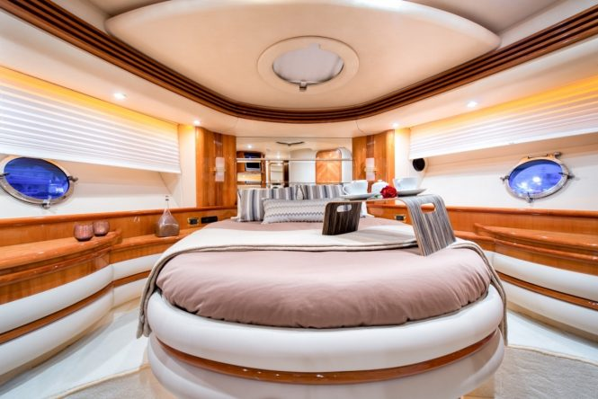 Luxury yacht MANU - Master suite