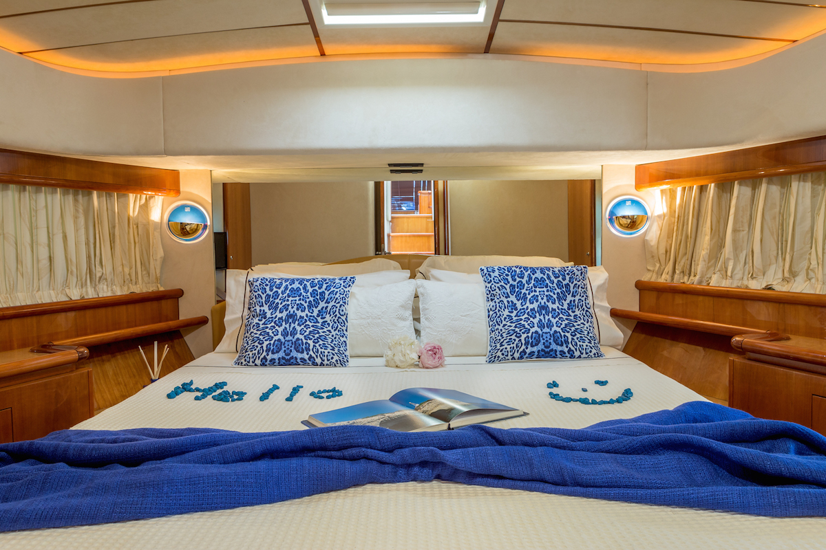 Luxury yacht meli guest suite yacht charter for Guest suite
