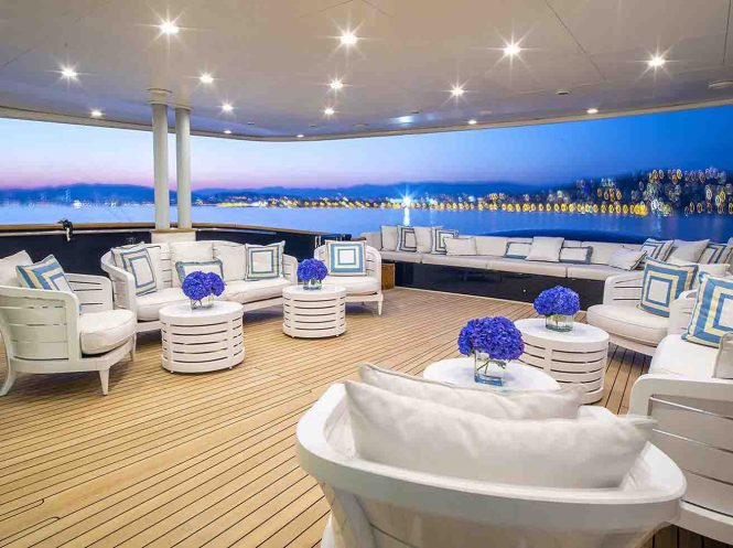 Luxury yacht MISCHIEF - Lounging on the main deck aft