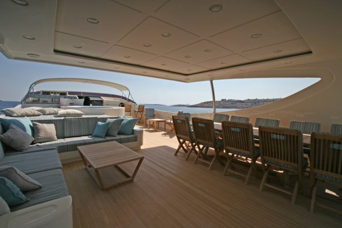 Luxury yacht M&M - Flybridge alfresco dining, sunpads and Jacuzzi
