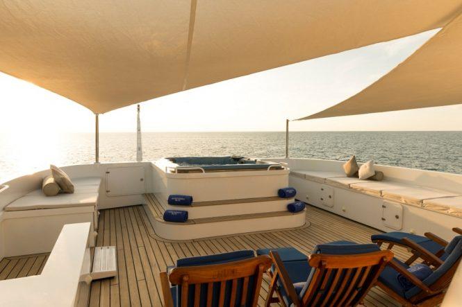 Luxury yacht NORTHERN SUN - Sundeck Jacuzzi