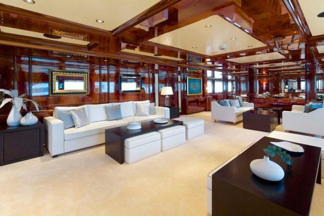 Luxury yacht O'MEGA - Main salon