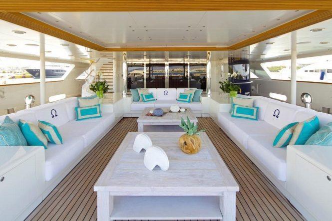Luxury yacht O'MEGA - Shaded lounging on the main deck aft