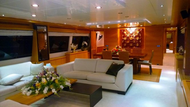 Luxury yacht PANFELISS - Salon and formal dining area