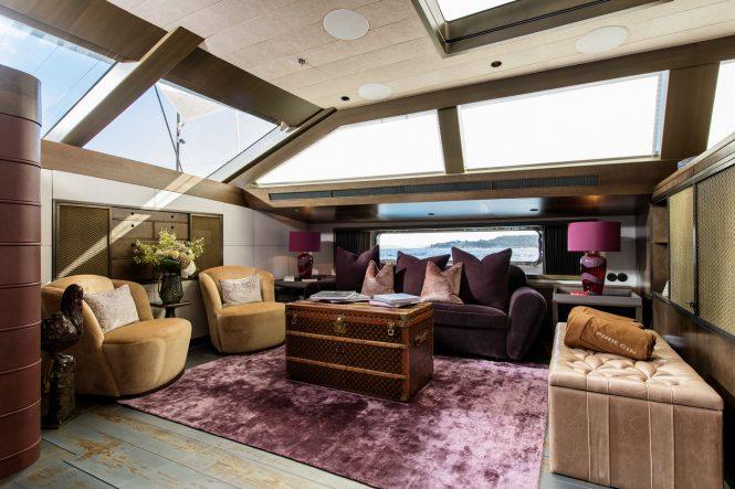 Luxury yacht PINK GIN VI - Lower salon