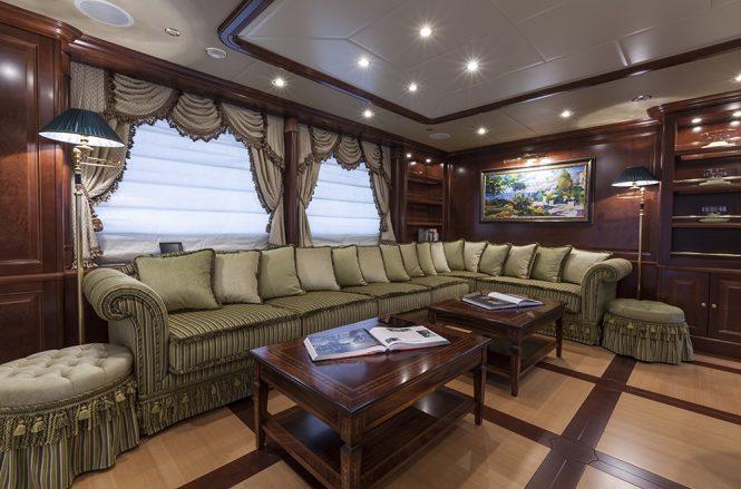 Luxury yacht PRIDE - Skylounge