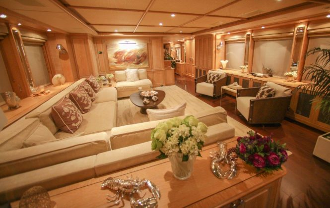 Luxury yacht QUEST R - Main salon