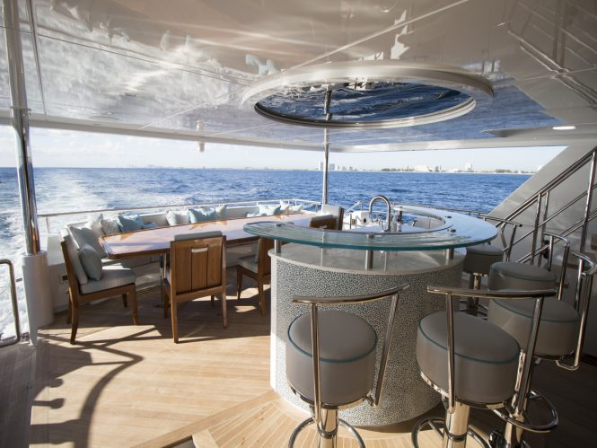 Luxury yacht SERENITY - Main deck aft bar and alfresco dining area